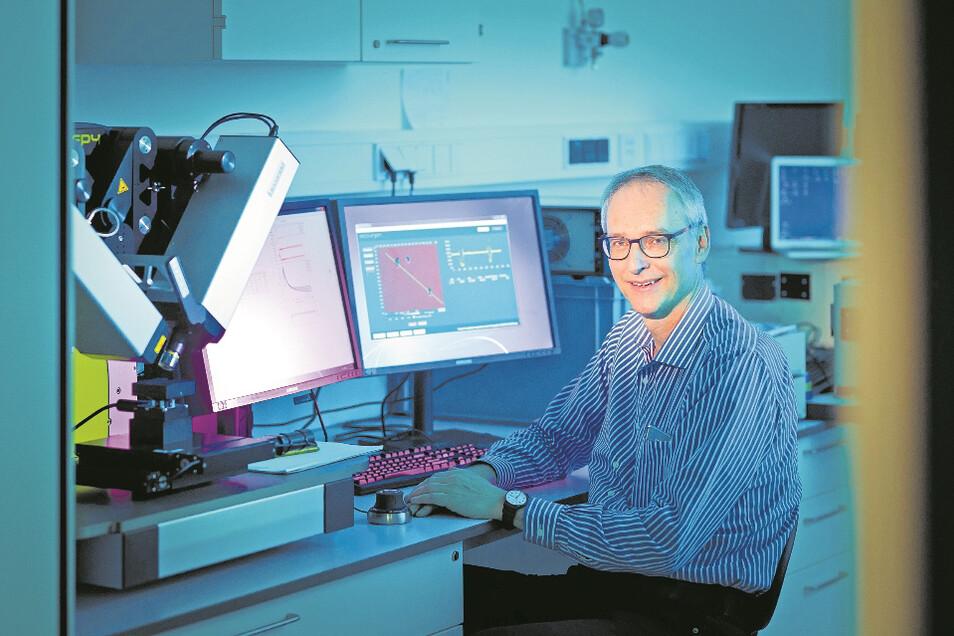 Innovative Entwicklungen bleiben am IAP nicht lange im Labor verborgen. Dafür findet Karl Leo immer wieder mutige Menschen mit Doppelbegabung.