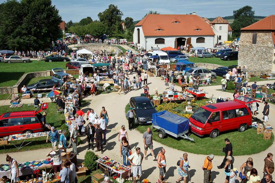 Auf diesen Anblick wird man auch in diesem Jahr verzichten müssen: der Trödelmarkt auf dem Gelände des Barockschlosses in Königshain.