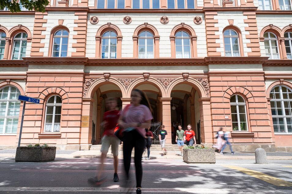 Für Schüler der Oberschule Innenstadt führt der Weg aus dem Schulhaus direkt auf und über die Elisabethstraße.
