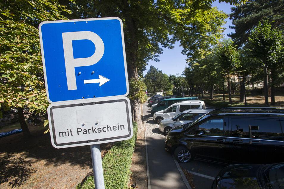 Parkplätze an der Grohmannstraße: Verringert sich die gebührenpflichtige Zeit, fehlen wichtige Einnahmen.