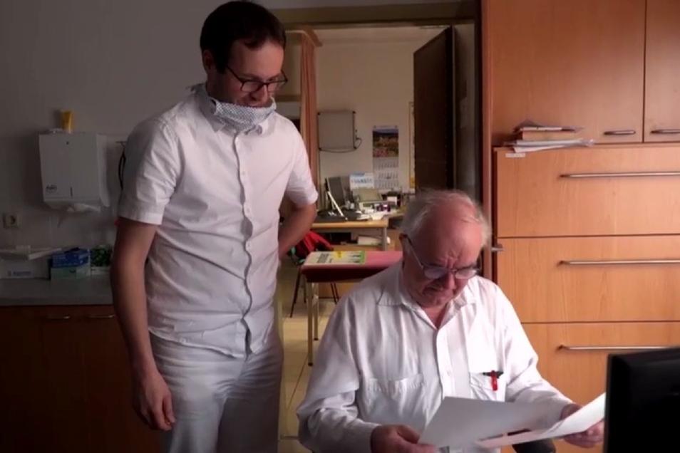 Pavel Martinek hat bisher bei Dr. Gottfried Hanzl in Oderwitz gearbeitet. Ein Filmteam begleitete sie im Frühjahr über mehrere Tage. Nun ist der tschechische Kollege zurück nach Tschechien gezogen.