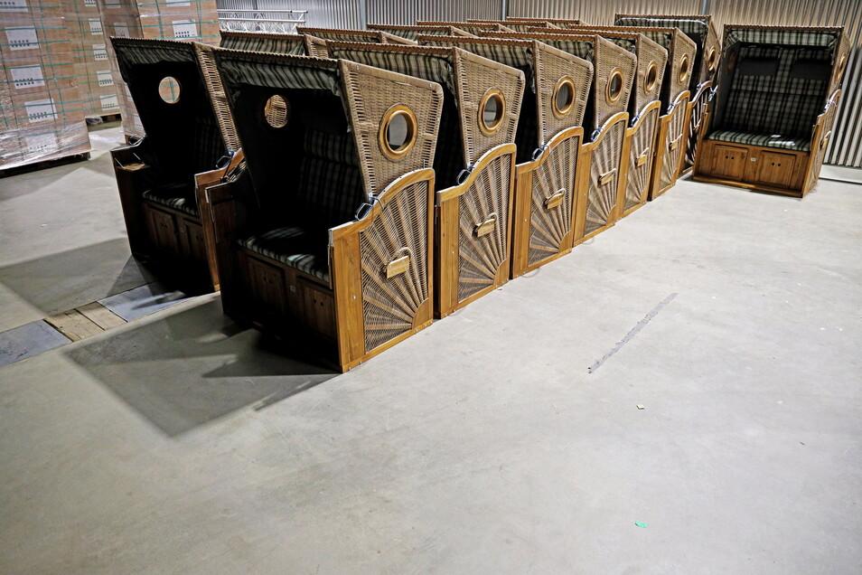 Die ersten 15 Strandkörbe waren vergangene Woche montiert. Am Mittwoch werden sie im Grube-Stadion aufgestellt.