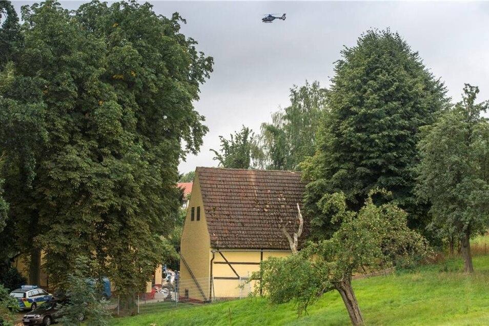 Im Entführungsfall der 17-jährigen Anneli-Marie R. durchsucht die Polizei am Montag einen Hof in einem kleinen Ortsteil der Gemeinde Klipphausen