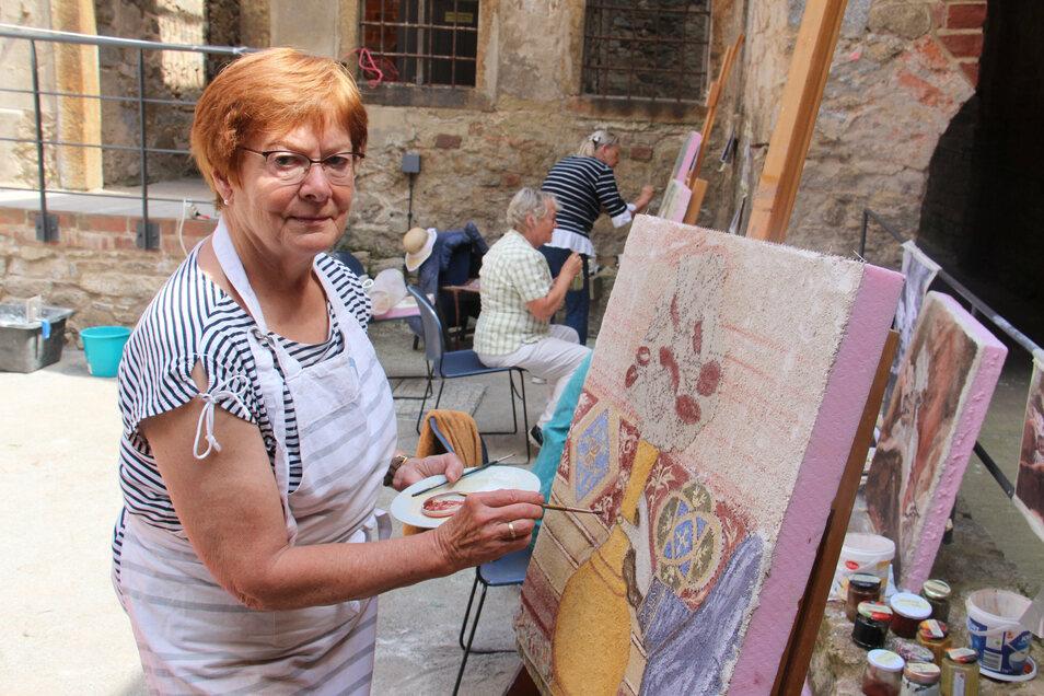 Mit der Technik des Freskos beschäftigte sich Ludmila Biesold im Sommerkurs des Bautzener Kunstvereins, der in der Mönchskirchruine stattfand. Ihr Bild ist einem Gemälde von Giotto nachempfunden.
