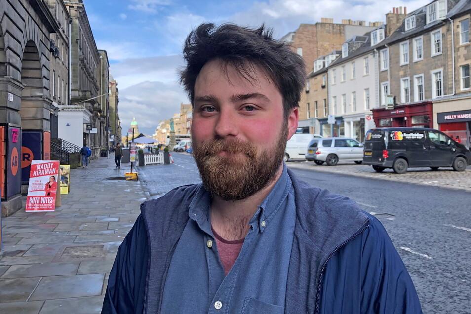 Nicholas Hawks, der für eine Umweltorganisation arbeitet, hat bei den schotten Parlamentswahlen vor allem wegen des Brexits für die SNP gestimmt. Er wünscht sich eine Rückkehr in die EU und ein ·offeneres· Schottland.