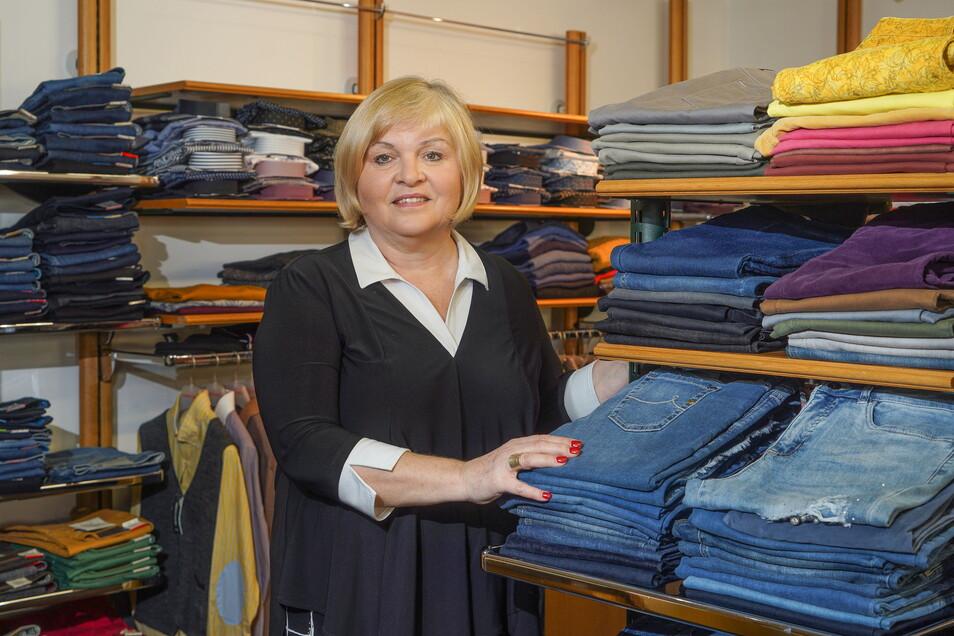 Die erfahrene Modehändlerin Christina Feiler geht in Rente und übergibt ihr Geschäft in Neukirch an eine Nachfolgerin.