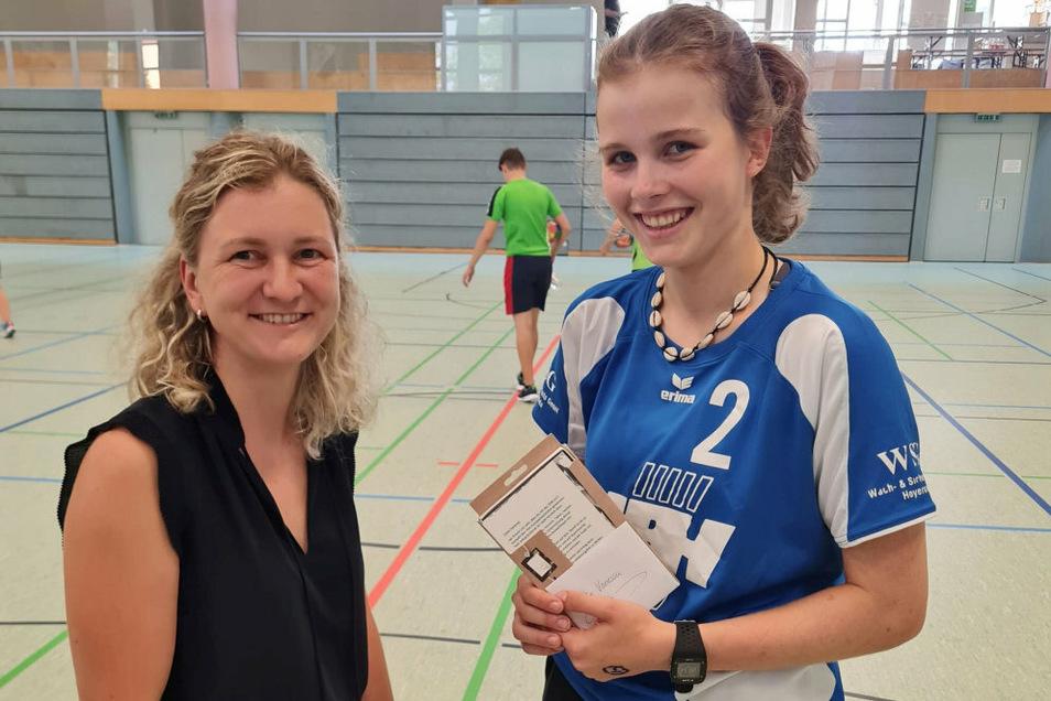 """Janine Hattliep (Stadtsportbund Lausitzer Seenland Hoyerswerda) überraschte Vize-Europameisterin Vanessa Huth; ehemals SC Hoyerswerda, jetzt bei den """"Rödertalbienen"""" auf dem Parkett."""