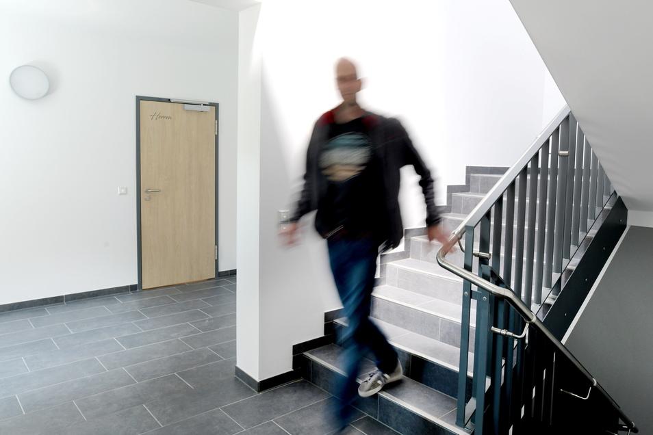 Um die Raumaufteilung im Obergeschoss verändern zu können, wurde extra der Treppenaufgang verlegt.