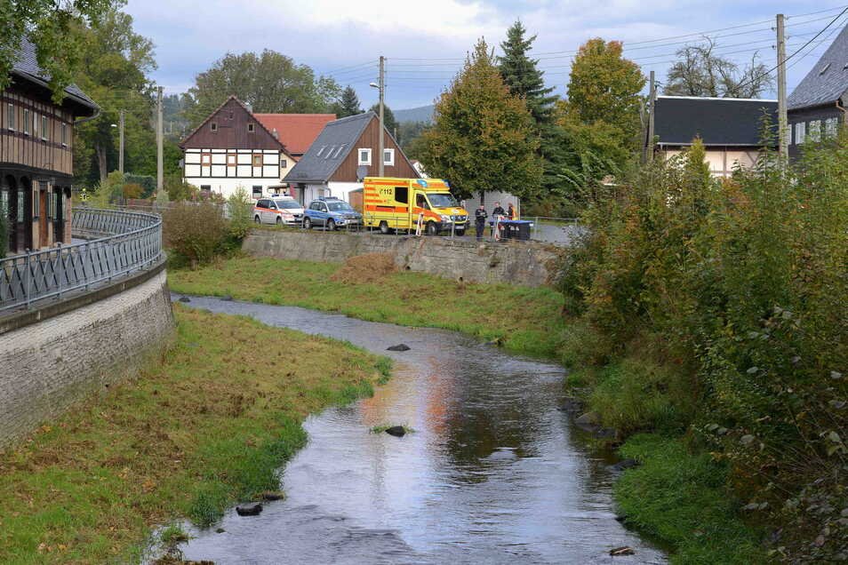 In diesem Bereich der Mandau in Großschönau hat die Frau im Wasser gelegen.
