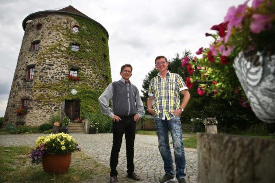 Die Betreiber der Kulturmühle Bischheim bieten auch Trauungen an. Im 140-jährigen Gemäuer dürfen 50 bis 60 Gäste der Trauungszeremonie lauschen. Für die historische Kulisse zahlen heiratswillige Paare eine Grundmiete von 95 Euro.