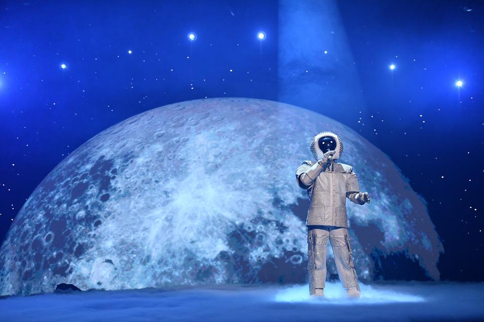 """Der """"Astronaut"""" trat für das """"Gastland Mond"""" in Stefan Raabs Show """"Free European Song Contest"""" an."""