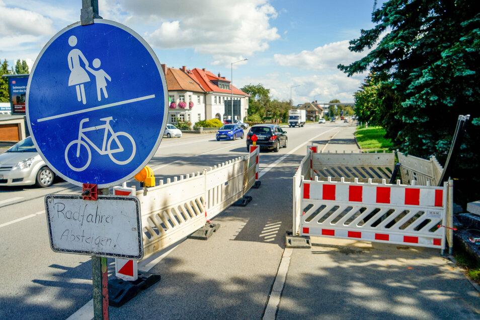 Gesperrte Gehwege und verengte Fahrbahnen gehörten seit Mitte April zum gewohnten Bild entlang der Löbauer Straße in Bautzen. Der Energieversorger Enso verlegte hier eine neue Stromleitung.