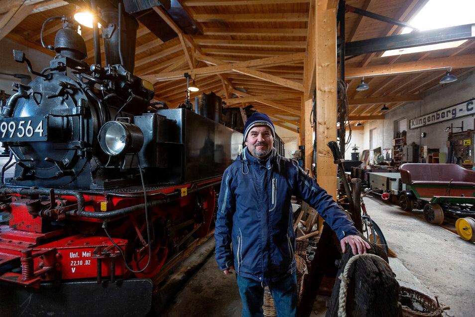 Peter Wunderwald lädt ab diesem Sonntag wieder zum Besuch in den historischen Lokschuppen am früheren Wilsdruffer Bahnhof.
