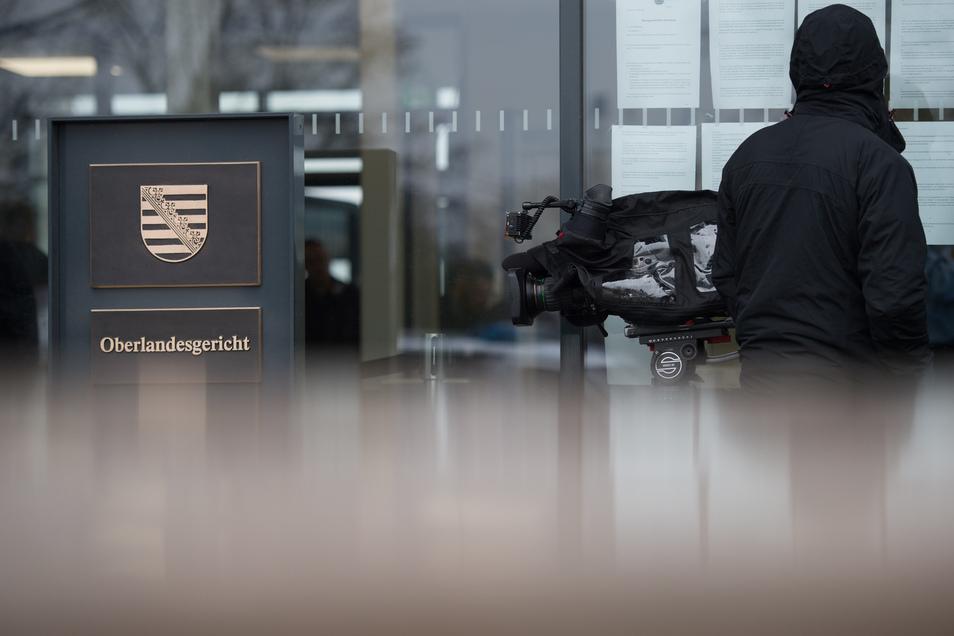 Der Prozess gegen die sieben Rechtsextremisten aus Chemnitz und Umgebung und einen Mann aus Nossen findet vor dem Oberlandesgericht Dresden (OLG) statt.