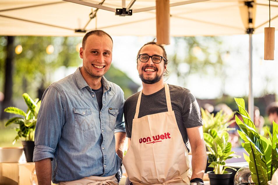 Robert Grützner (links) und Martin Schade (rechts) kümmern sich vor Ort um das Wohlbefinden der Gäste.