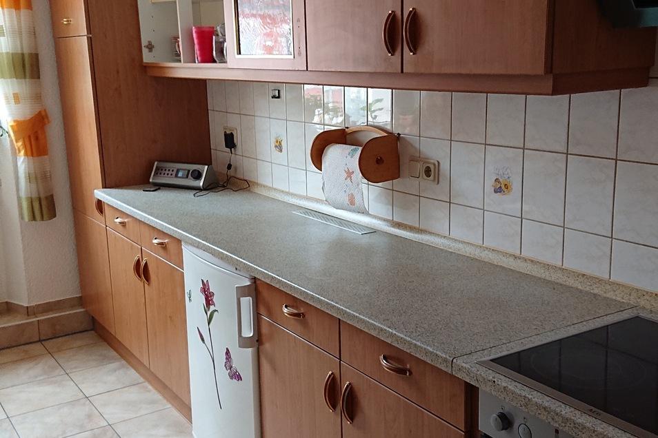 Küche eines Kunden - vor der Renovierung durch PORTAS (weiterklicken für die Modernisierung)