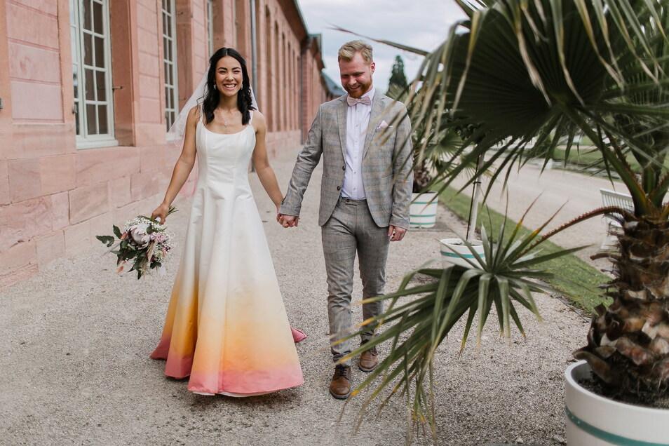Kleider, wie dieses, mit raffiniertem Farbverlauf färbt Anja Urban-Lauer selbst.