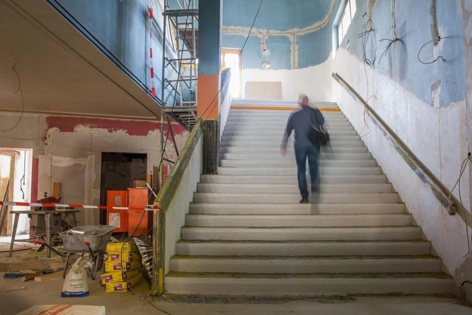 Das Foyer soll nach dem Umbau größer und heller sein.