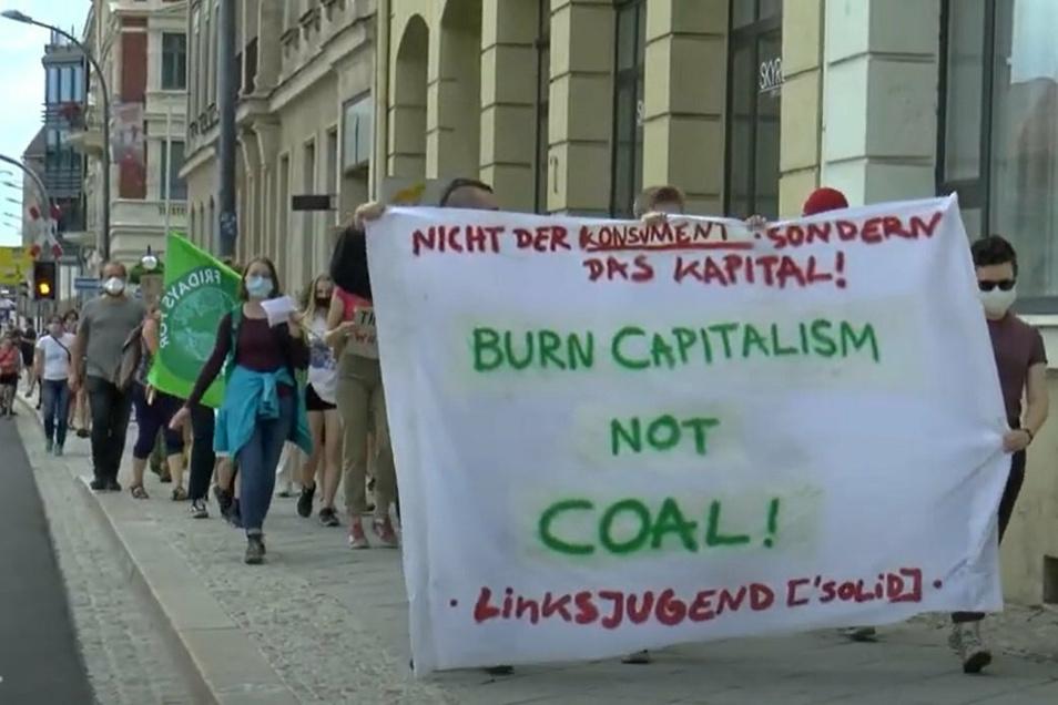 Dieses Banner der Linksjugend war am Freitag bei der Fridays-for-Future-Demo in Görlitz zu sehen.