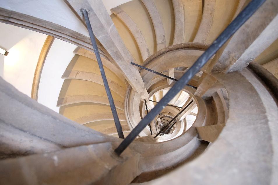 Der Wendelstein der Meißner Albrechtsburg - im Prinzip ein Treppenhaus - ist vielfach kopiert worden. Für den Museologen Falk Dießner ist dieses Bau-Detail der Meißner Albrechtsburg als Original trotzdem allen Nachahmungen überlegen.