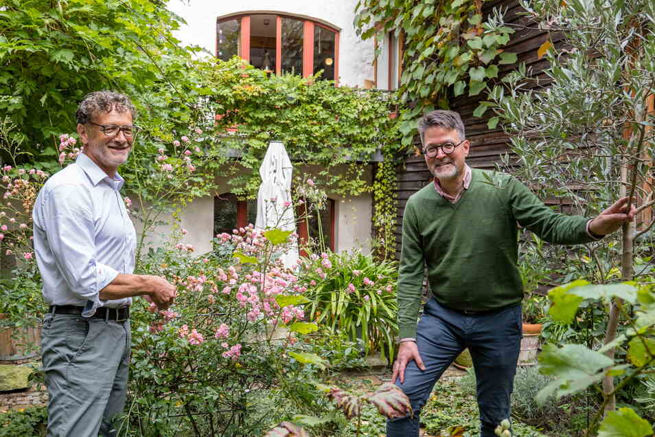 Da nun Hartmut Olbrich (links) und Marius Winzeler beide in Dresden arbeiten, können sie auch wieder mehr Zeit in ihrem Haus und ihrem Garten in Görlitz verbringen.