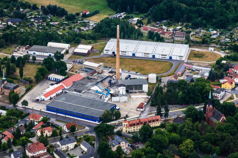 In knapp fünf Monaten wurden von O-I mehr als 20 Millionen Euro in das Bernsdorfer Glaswerk investiert. Das spricht für Standortsicherheit. Nach TDDK in Straßgräbchen ist O-I mit aktuell 99 Beschäftigten das von der Mitarbeiterzahl her zweitgrößte Unterne