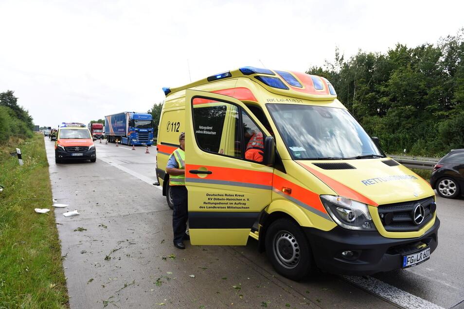 Bei dem Unfall auf der A 14 wurde der Fahrer schwer verletzt und vom Rettungsdienst in eine Klinik gebracht.