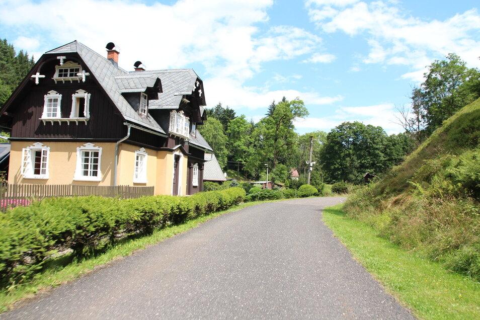 In Tschechien geht es durch malerische Dörfer.