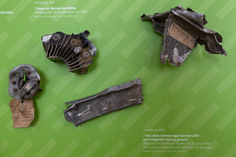 Das sind Teile eines viermotorigen Bombers B 17, der im Januar 1944 bei Nossen abgestürzt war. Sein Pilot wurde bei Birkenhain tot geborgen.