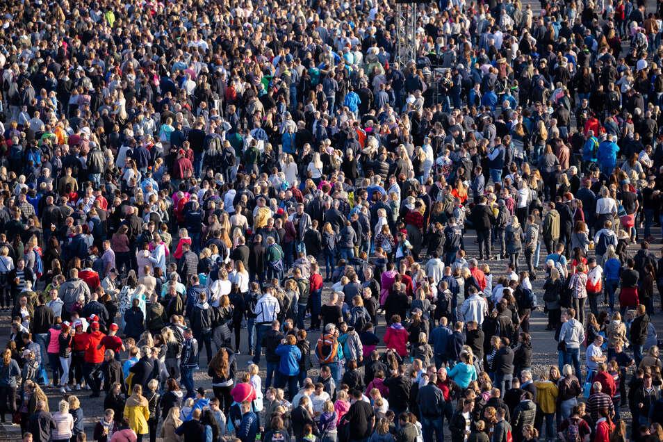 So viele Menschen wie nie zuvor leben in Deutschland - 83 Millionen. In 40 Jahren allerdings dürften es zehn Millionen weniger.