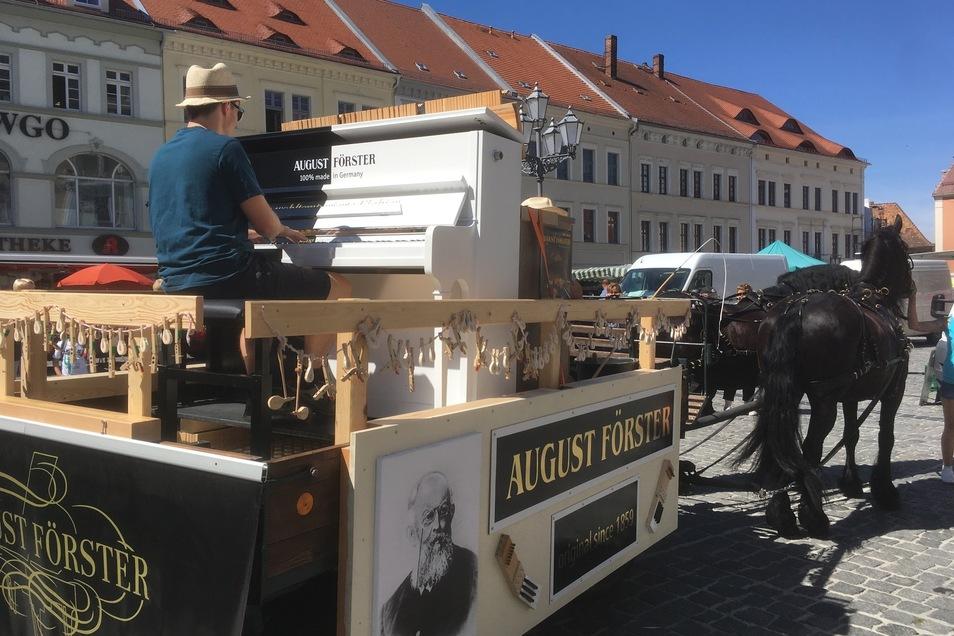 """Das """"Klabier"""" der Firma August Förster hat am Wochenende Premiere beim Eibauer Bierzug."""