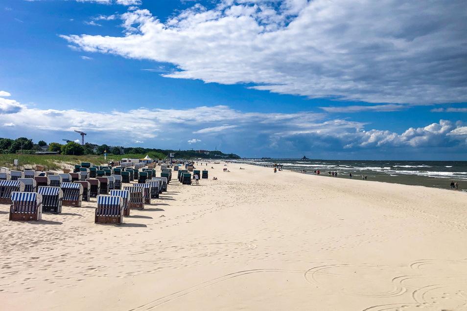 Blick auf einen Strand auf Usedom. Vor der Insel sind zwei Urlauber beim Baden ums Leben gekommen.