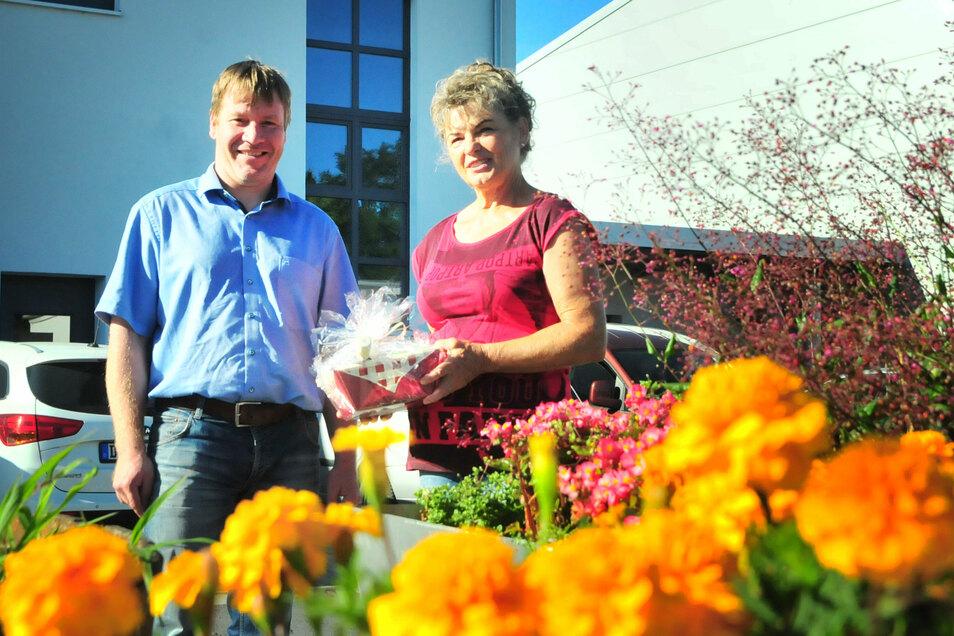 Oberbürgermeister Sven Mißbach verabschiedete Christine Päsler vom Bauhof in den Ruhestand.