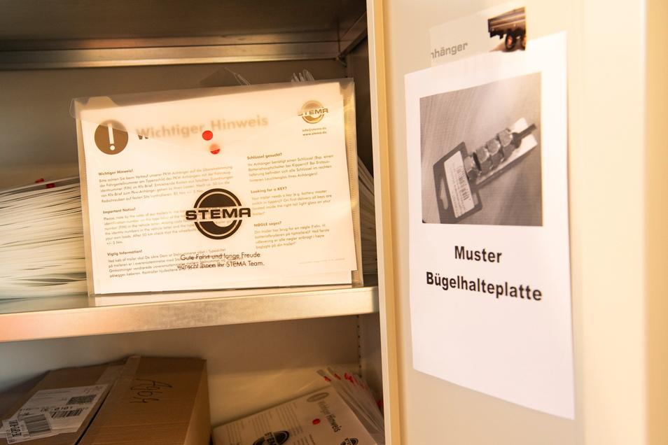 Auch die Dokumentenmappen für die Anhänger wurden in den Werkstätten zusammengesteckt.