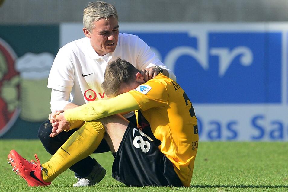 Olaf Janßen hatte im Herbst 2013 als Nachfolger von Peter Pacult bei Dynamo einen neuen Geist entfacht, doch der sportliche Erfolg erwies sich nicht als nachhaltig. Am Ende musste der Trainer die Spieler wie Tobias Müller trösten, denn nach der 2:3-Nieder