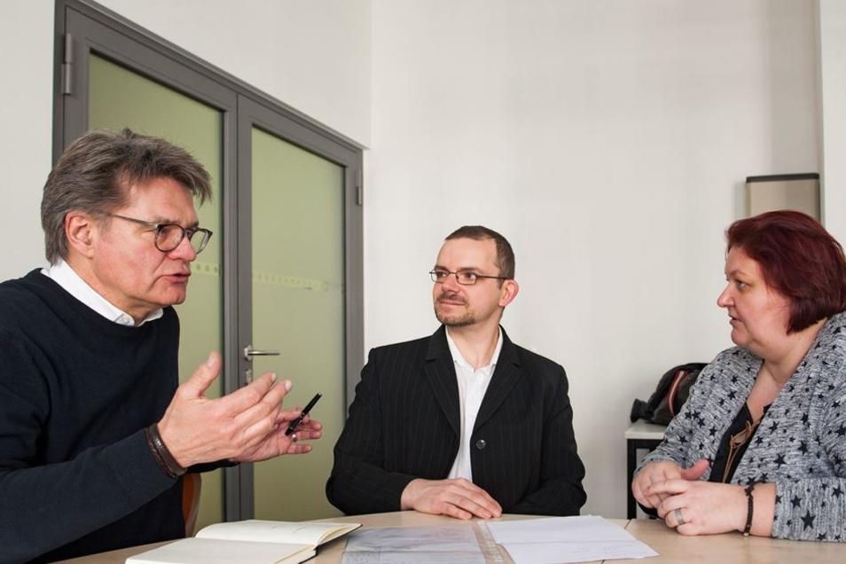 Janine und Ronny Wendschuh im Gespräch mit Moderator Peter Escher. Der Verbraucherexperte sagte sofort seine Hilfe zu.
