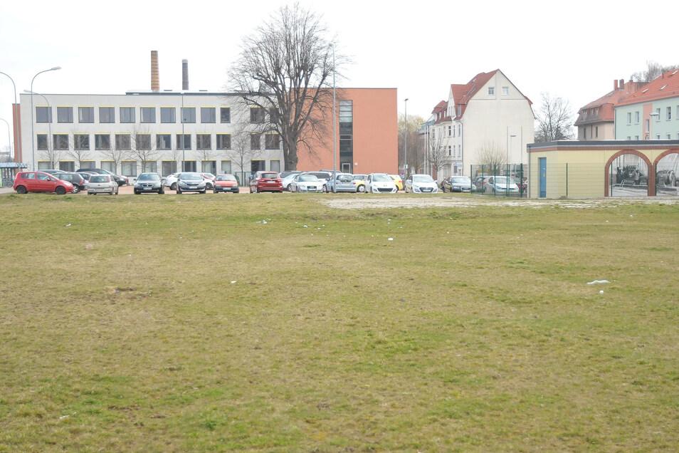 SPD-Politiker Thomas Gey und seine Fraktion setzen andere Prioritäten als den Neubau von Amtsgebäuden, wie den geplanten  Anbau hier am Meißner Landratsamt .