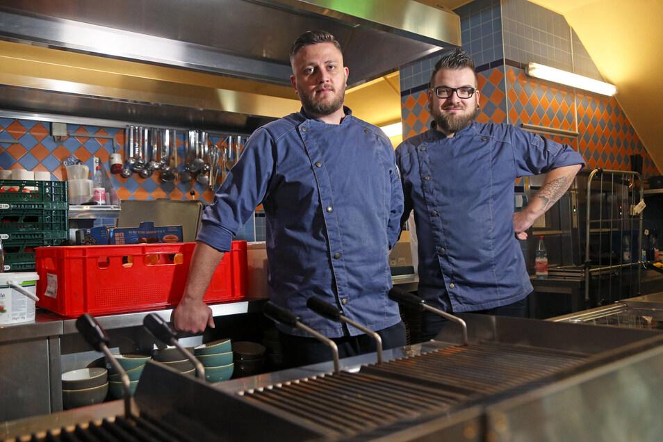 Vladimir Schuldeis (l.) und Franz Mühlberg sind die beiden neuen Chefköche im Panama Joe's. Bis Ende 2019 haben sie im Restaurant der Porzellanmanufaktur gearbeitet.