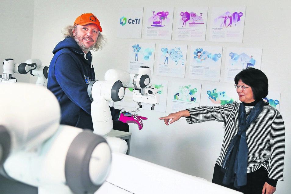 Sie kommen aus verschiedenen Welten: Im Exzellenzcluster CeTI der TU Dresden suchen die Psychologin Prof. Shu-Chen Li und der Elektrotechniker Prof. Frank Fitzek gemeinsam nach Wegen, wie Mensch und Maschine künftig interagieren.