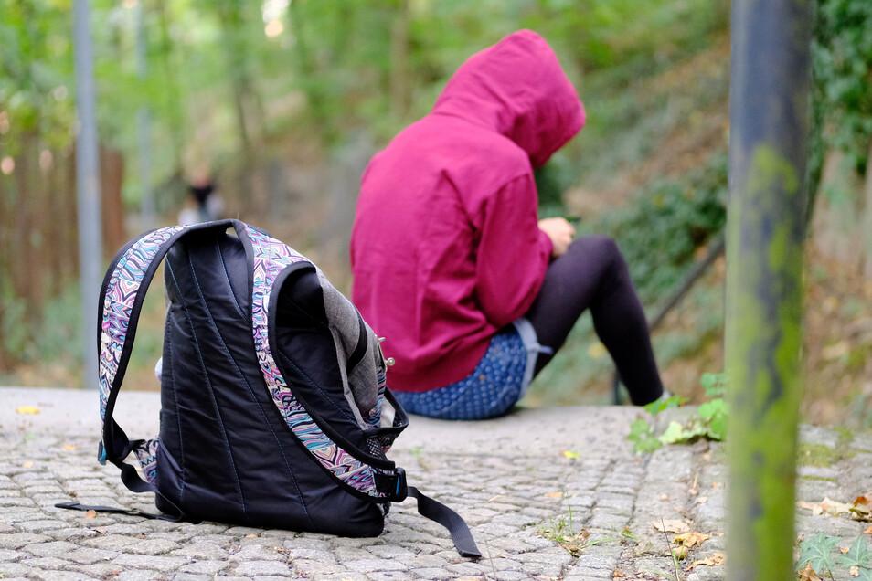 Die Gründe, die Schule zu schwänzen, sind vielfältig. Oftmals fühlen sich Schülerinnen und Schüler gemobbt oder sind überfordert.