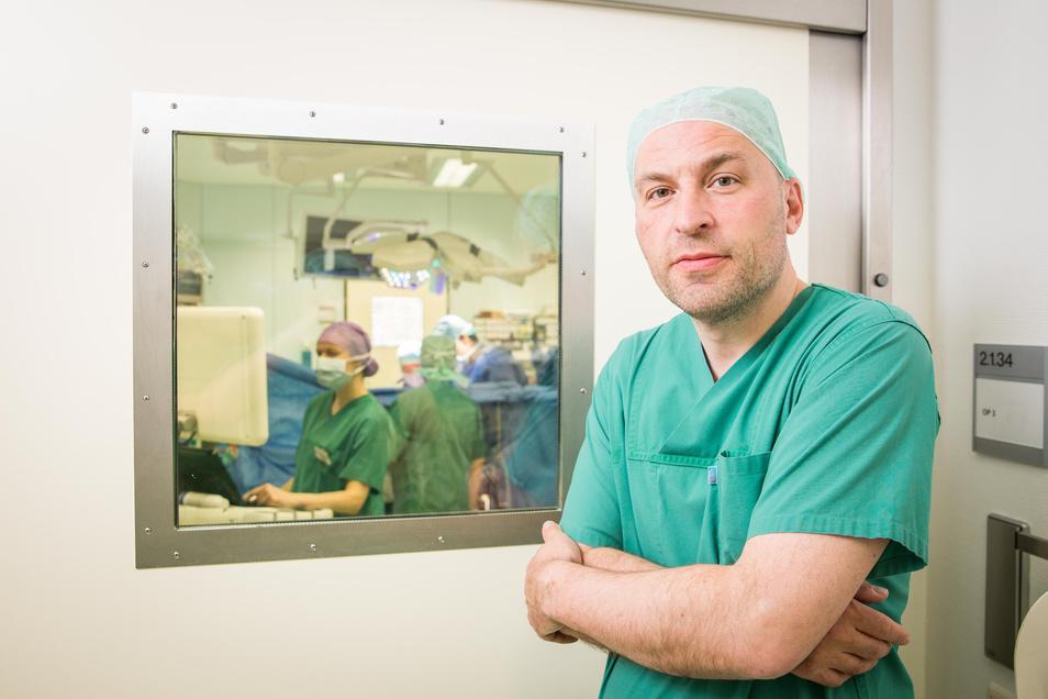 Sems Malte Tugtekin ist Oberarzt am Herzzentrum in Dresden und hat in seiner Laufbahn schon viele Spenderorgane transportiert und sich teilweise damit selbst in Gefahr gebracht.