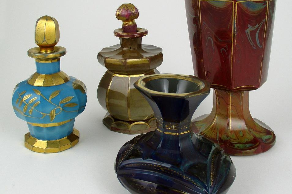 Das sind die vier Gläser von Friedrich Egermann aus der Sammlung Wilhelm Perlhöfter.