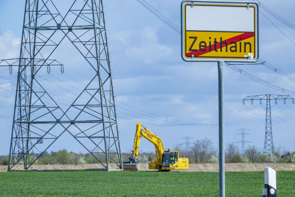 Unübersehbar zieht sich die Trasse quer durch die Landschaft, hier von Zeithain Richtung Bobersen.