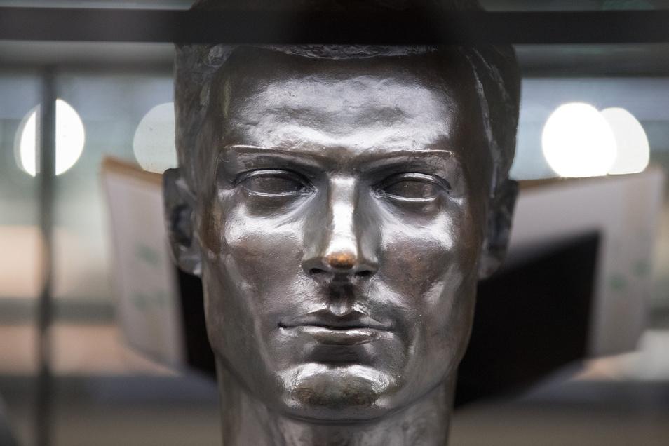 Die Stauffenberg-Plastik des Bildhauers  Frank Mehnert ist zurzeit in einer Sonder-Ausstellung im Militärhistorischen Museum in Dresden zu sehen.