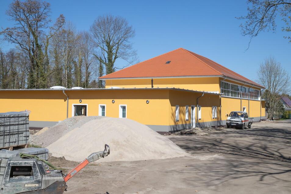 Die neu gebaute Sporthalle in Kreba neben der Schule. Sie ist mit 2,4 Millionen Euro die bsiher größte Investition für die Gemeinde.