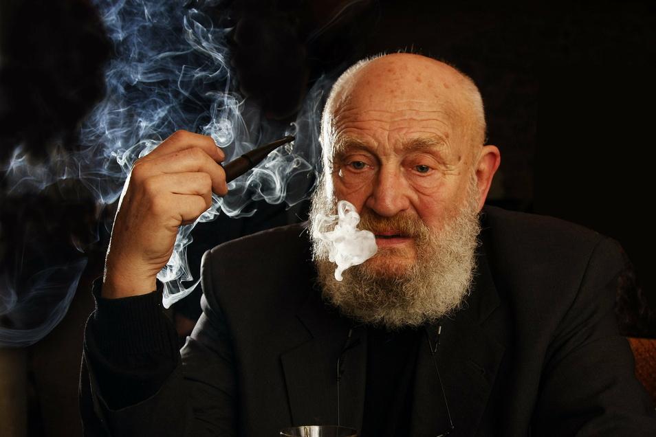 Der Mann mit der Pfeife: Rolf Hoppe war eines der prägenden Gesichter der deutschen Filmgeschichte.