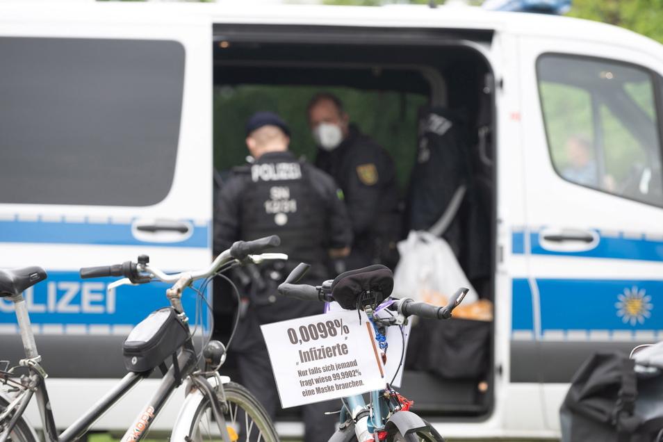 Polizeieinsatz bei verbotener Anti-Coronamaßnahmen-Demo in Dresden am 15. Mai. Insgesamt wurden an dem Tag 30 Anzeigen wegen Verstößen gegen die Sächsische Corona-Schutz-Verordnung aufgenommen.