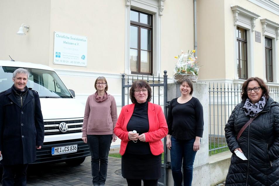 Frank Richter und SPD-Pflegeexpertin Simone Lang trafen sich u.a. mit Geschäftsführerin Mechthild Weber (Mitte) von der Christlichen Sozialstation Meißen zum Erfahrungsaustausch.