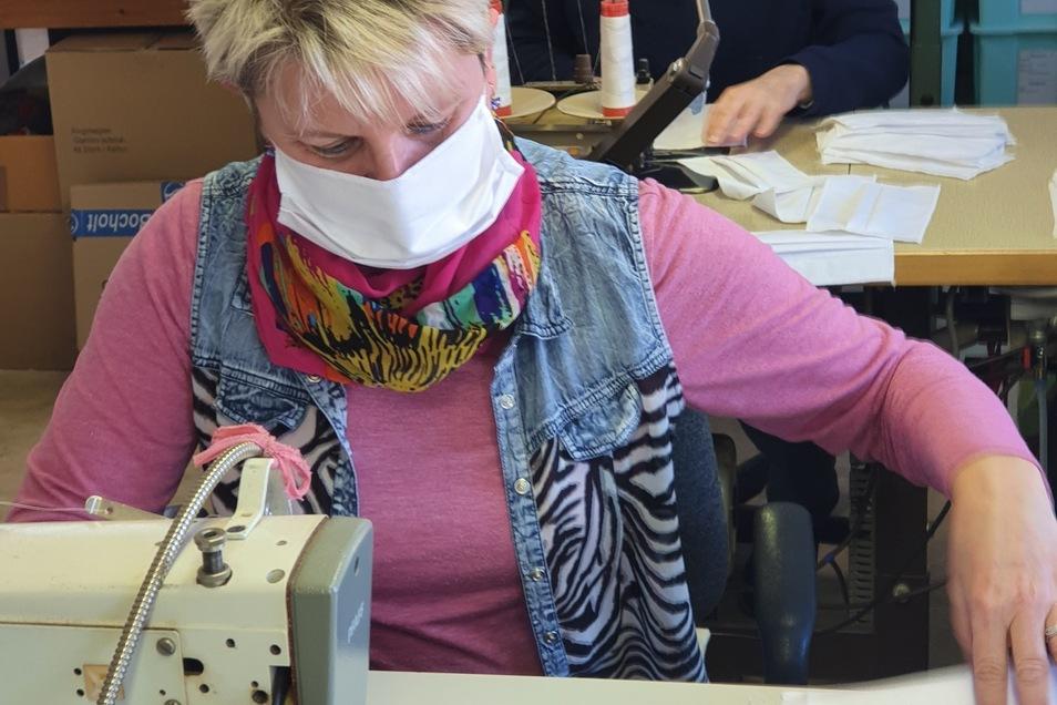 Bei der Damino GmbH in Großschönau werden jetzt Atemschutzmasken genäht.