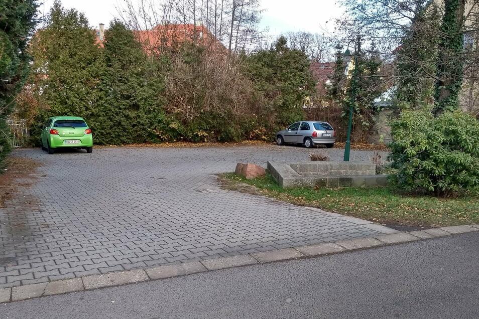Der Parkplatz am Dippoldiswalder Friedhof soll umgestaltet werden. Er soll größer werden und eine Behindertenstellplatz bekommen.
